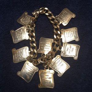 Jewelry - Gold tone bracelet